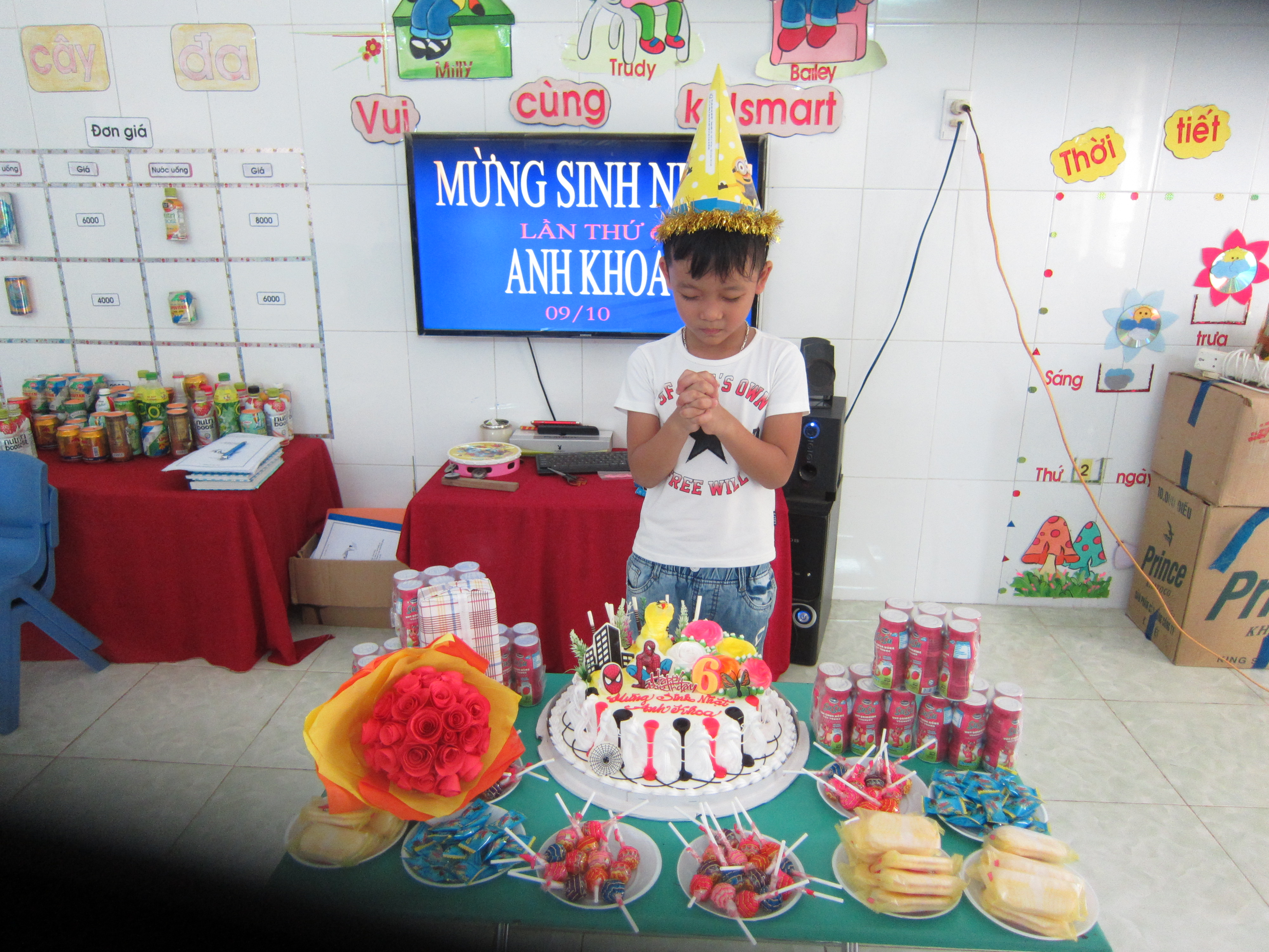 Lớp Lớn 2 tổ chức sinh nhật cho bé Lê Anh Khoa
